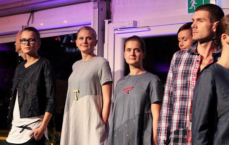 Disainiöö eriilmelises moeprogrammis astusid üles põnevad tegijad ning näidati kõrge kvaliteediga rõivadisaini