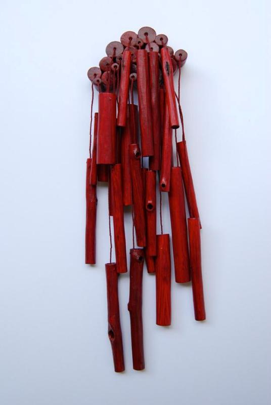 """Kristi Paap. Rinnanõel """"Kaheteistkümnes vaade"""". 2011. Kirsi puit, niit, hõbe"""