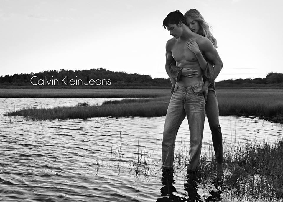 Calvin Klein kevadkollektsioon toob altlaienevad teksad tagasi moodi