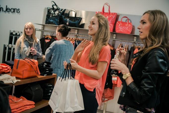 Eesti moeblogijad käisid Calvin Klein Jeansi kevad-suvist kollektsiooni vaatamas