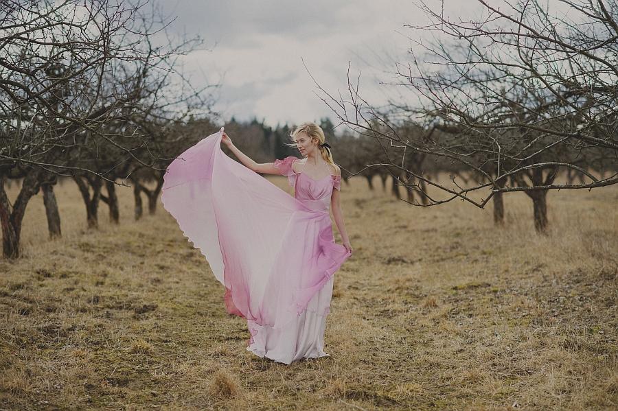 Lilli Jahilo uue naisterõivaste kollektsiooni fookuses on põhjamaisest suvest inspireeritud käsitöökleidid