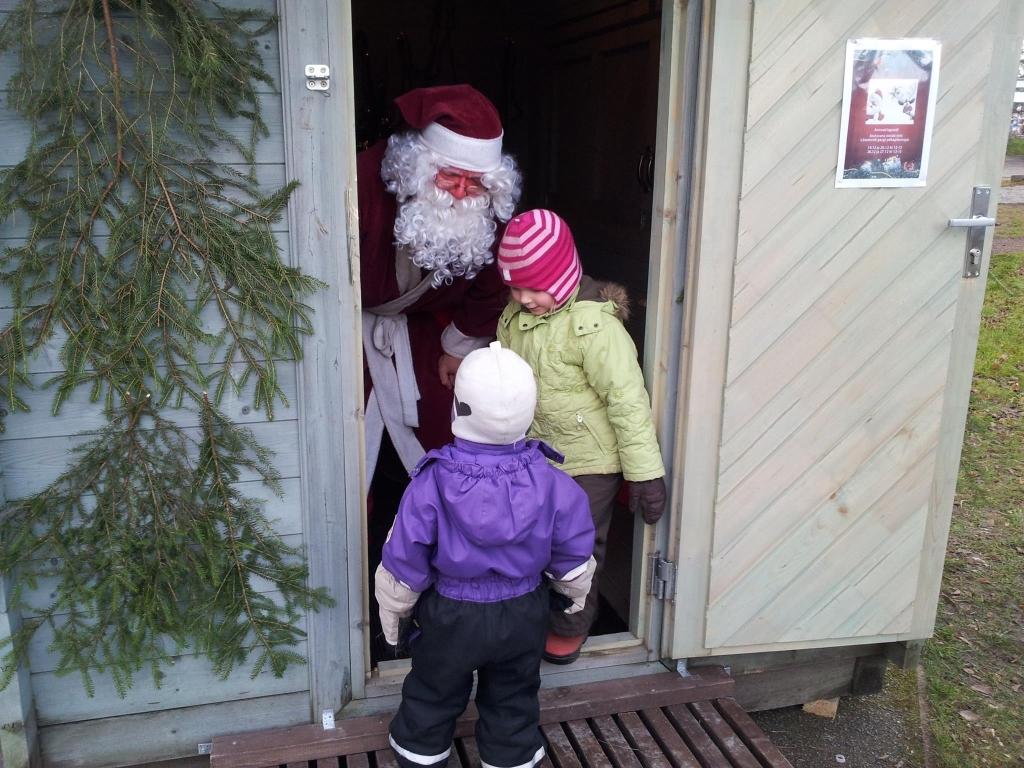jõuluvana lastega