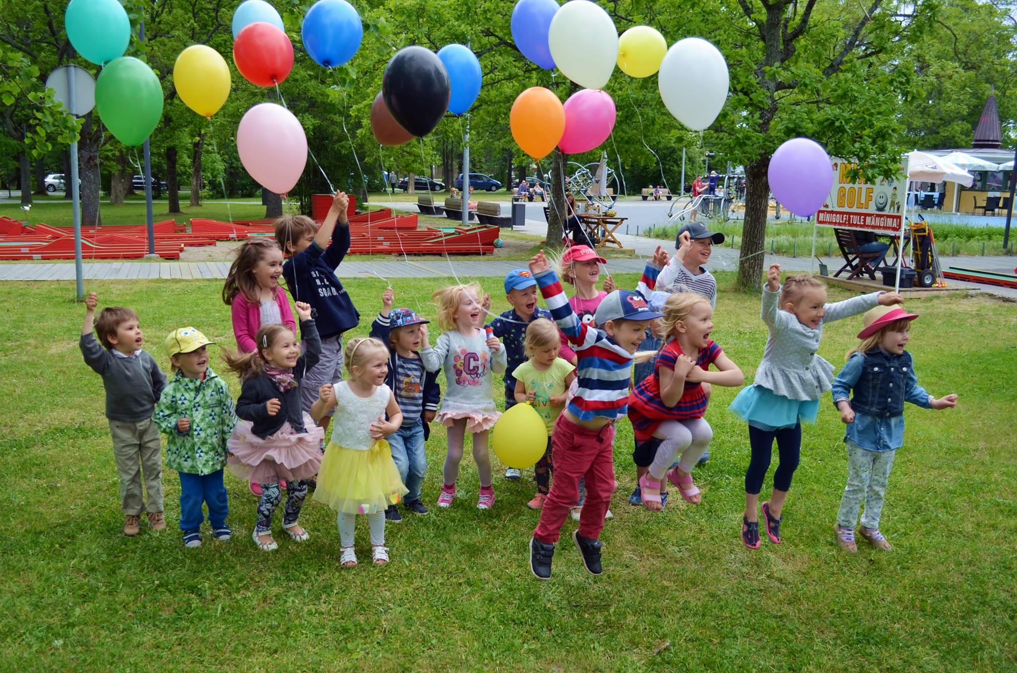 Rõõmsad lapsed