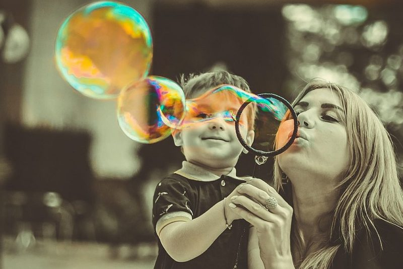 Uuring: 52 protsenti Eesti emadest jääks võimalusel koduseks