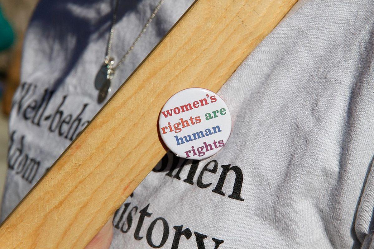 Tallinna naistemarsil osalejad on oodatud kandma isetehtud käsitööd